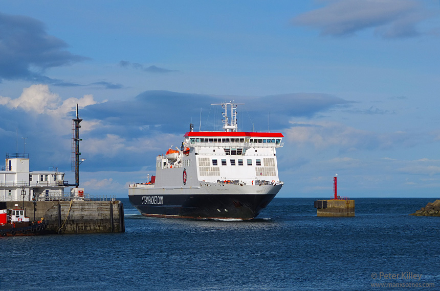 Big Ben entering Douglas Harbour - © Peter Killey