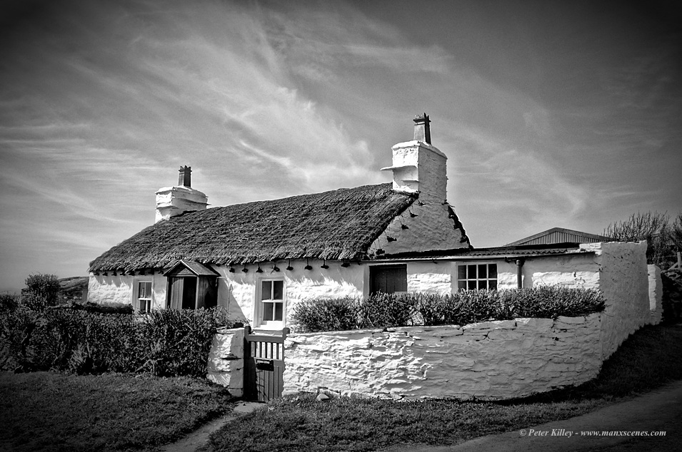 Crebbins Cottage at Cregneash © Peter Killey - www.manxscenes.com